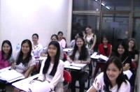 ครูหญิงกับการสอนเด็กๆนักเรียนระดับชั้น ม.6 เพื่อติวสอบ PAT 7